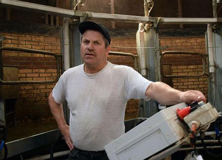 15. mai 2002 var første gong maskinane sveiv i mjølkekarusellen. Det var ei stor utvikling å gå frå 25 til 100 kyr.
