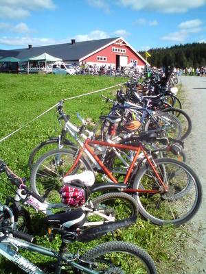 Eidsvoll Landbruksforening oppfordrer alle til å sykle til Åpen Gård. Her fra Vaaler i 2010.