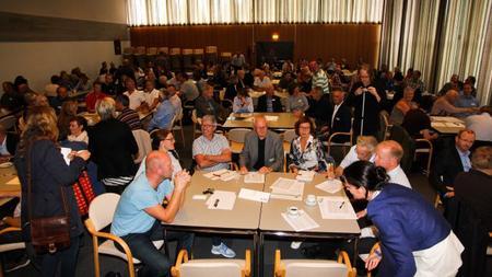 fullt rådhus under dialogmøte. Bilde fra Jærbladet.