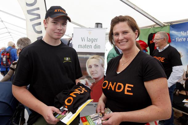 Frode Brattset var lett å be da Kristin Kjølen ville ha ham som medlem i Bondelaget. Han skulle melde seg inn hvis hun ble med på Mære landbruksskoles konkurranse om å montere sagkjede på kortest mulig tid.