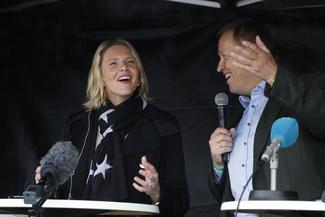 Sylvi Listhaug vil ha en ny jordvernstrategi. Til høyre ordstyrer Øystein Syrstad.