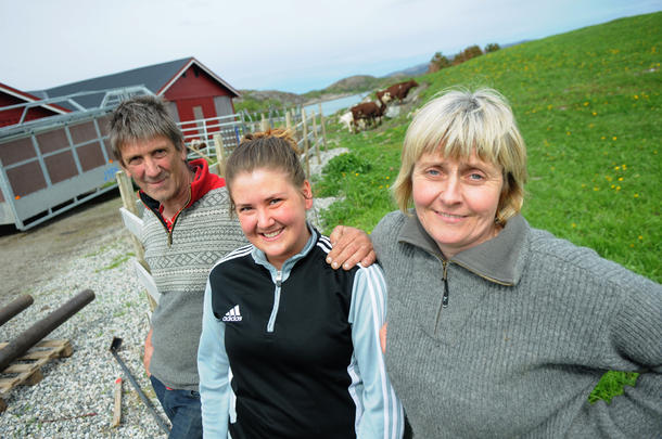 Klar for å bli gårdbruker: Dina Arnø gleder seg til å bli gårdbruker i liket med foreldrene Alf Roger og Maren Arnø.