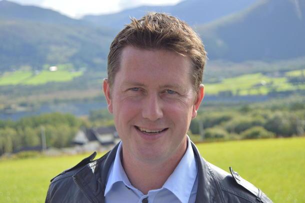 Fylkesleder i Møre og Romsdal, Inge Martin Karlsvik er blant dem som frykter at ei fjerning av konsesjonsloven vil gjøre det vanskeligere for ungdom å kjøpe seg gård.
