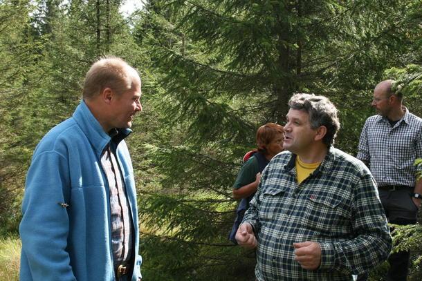 Statssekretær i KLD, Lars A. Lunde og Ulf Skårholen i Løten og Vang beitelag på befaring i september i fjor.