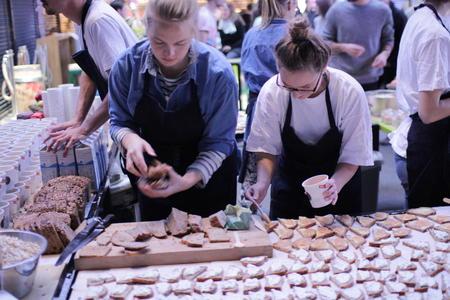 Frokost til mange - brød fra Godt Grød. Foto Marthe Haugdal