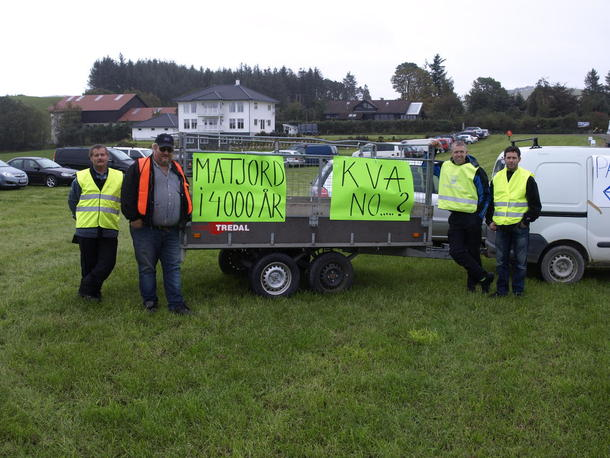 Norges Bondelag aksjonerte under befaring på jorda til Jostein Frøyland høsten 2014.