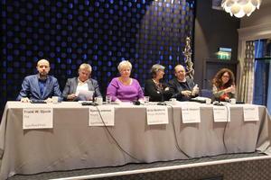 Frå venstre Frank Willy Djuvik (FrP), Bjørn Lødemel (H), Brita Skallerud (Nestleiar i Norges Bondelag), Kari Redse Håskjold (Nestleiar i Nortura), Pål Farstad (V), Ingrid Heggø (Ap)