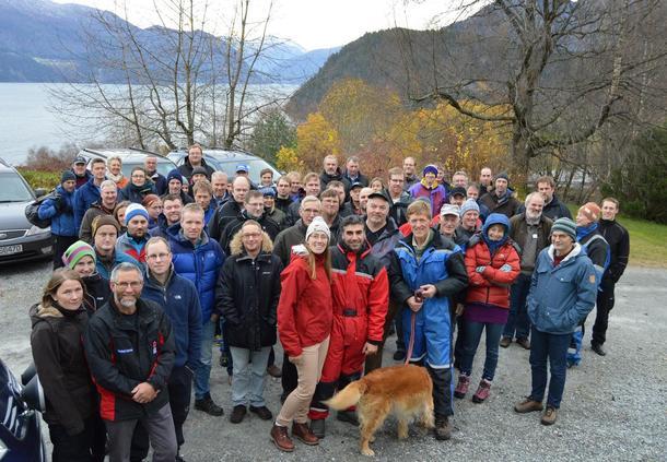 Møre og Romsdal Bondelag hadde leiarmøtet sitt på Stranda med 70 deltakarar. Her på gardsbesøk hos familien Skarbø.