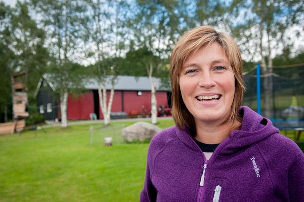 TRIVES: Nina Vangen Ranøien (41) angrer ikke på at hun tok over hjemgården på Hoston i Orkdal for 12 år siden.