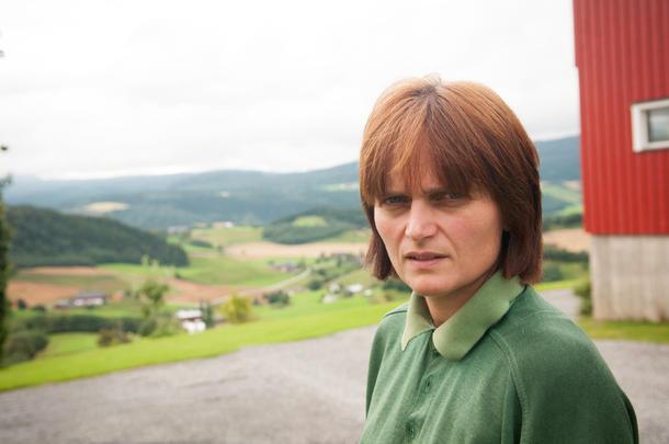 MANGE MELKEBRUK: I Leirådal har Nina Høyem mange rundt seg som driver med melk, og hun setter stor pris på å treffe kolleger på kukafeen som dyrlegen arrangerer en gang i måneden.