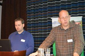 Rådgiver Pål Kristian Ormstad (t.v.) og advokat Anders Gustav Bjørnsen. (Alle foto: Arild Erlien).