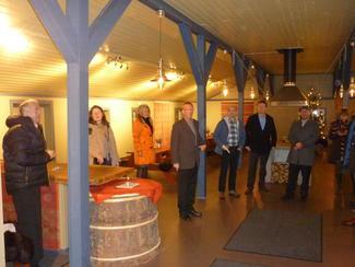 Bjarne Rekkedal fortalte om det gamle båsfjøset som er bygd om til selskapslokale.