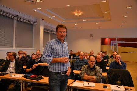 Lars Petter Bartnes på kyllingmøte Foto Brita Buan