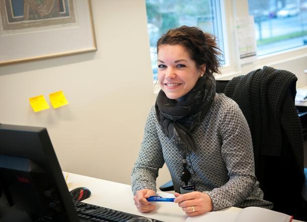 GIR RÅD: Heidi Verstad trives i jobben som landbrukskontakt i Sparebank 1 Midt-Norge. Der har hun nær kontakt med gårdbrukerne.