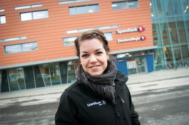 GIR RÅD: Som landbruksrådgiver i Sparebank 1 gir Heidi Verstad (26) økonomiske råd til gårdbrukere som vil satse.