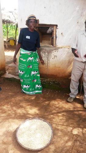 """Etrida Luanga er modellbonde og har gjennom prosjektet """"Bønder støtter bønder"""" fått en silo til maisen sin. Det gjør at den holder mye lengre enn før. I tillegg har hun geiter."""