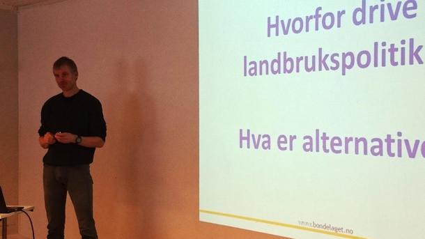 Seniorrådgiver Anders Huus i Norges Bondelag ledet kurset i landbrukspolitikk.