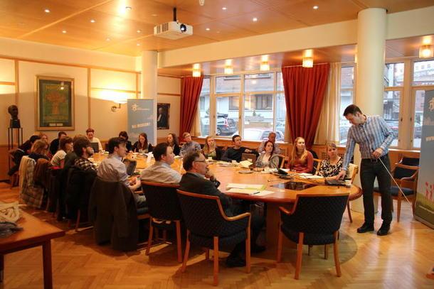 Lars Petter Bartnes snakker til unge tillitsvalgte på Landbruksakademiet. Foto: Signe Lindbråten, NBU.