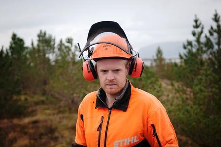SNART GÅRDBRUKER: Om tre til fire år skal Stian Aakre overta familiegården i Kolvereid i Nærøy. Fram til da vil han jobbe som selvstendig næringsdrivende i sitt eget firma.