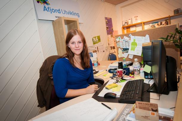 KONTORJOBB: Anne Lise Haugdahl Humstad jobber både med gårdbrukere og andre næringer fra kontoret sitt i Åfjord utvikling midt i Årnes sentrum.