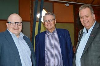 F.v.: fylkesleder Per Vidar Kjølmoen, fylkesordfører Jon Aasen og fylkessekretær Egil T. Ekhaugen i Møre og Romsdal Arbeiderparti (Foto: Rose Bergslid).