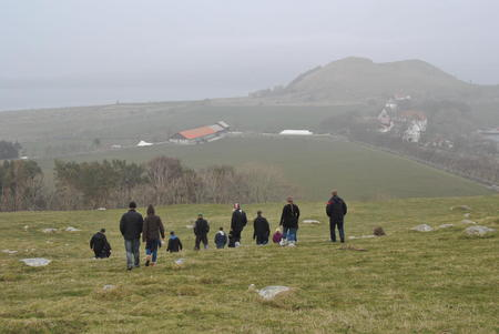 Unge bønder fra Sør-Trøndelag ser utover Klostergården