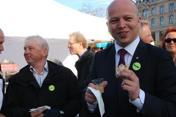 Aps landbrukspolitiske talsmann Knut Storberget er skapbonde, mens Sp-leder Trygve Slagsvold Vedum er bonde.