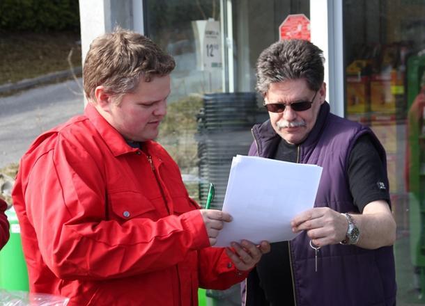 Leif Arne tester en Kiwi-kunde
