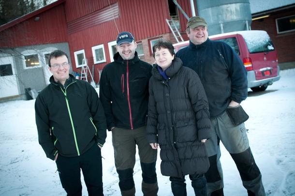VERDIFULLT: Melkebøndene i Snåsa sier de lærer mye av hverandre gjennom å møtes. Fra venstre: Konrad Moum, Ole Anton Sjule, Bente Dahl og Jostein Dahl.