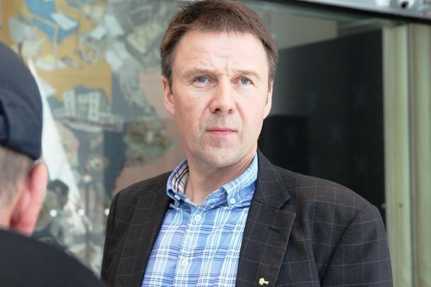 Tøffe tak for jordbrukets forhandlingsleiar Lars Petter Bartnes. Han har forhandla om ein jordbruksavtale i heile natt.