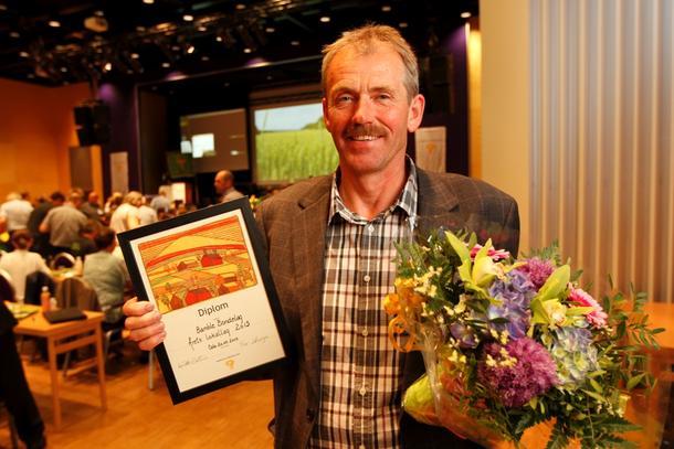 Leder i Bamble Bondelag, Erik Dahl med prisen Årets lokallag.