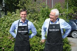 Ekte bondevenner som sørger for en stor del av videreforedling og salg av de norske potetene; Knut Norland og Per Fallang