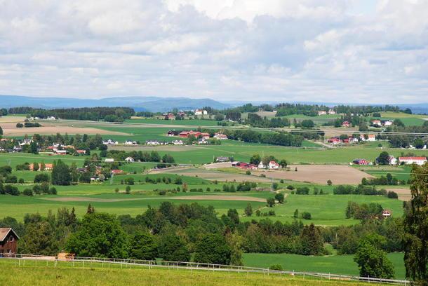 Deler av Toten. Et åpent og rikt landskap basert på matproduksjon og høy verdiskaping fra landbruket.