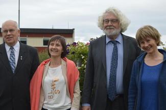 Fra venstre: Styreleder i Landbruksmuseet, Kolbjørn Gaustad, landbruksdirektør Anne Berit Løset, forfatter Edvard Hoem og rådgiver i Bondelaget, Rose Bergslid.