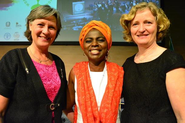 Kari Redse Håskjold, Evelyn Nguleka og Kristin Ianssen under generalforsamlinga i WFO i Milano.