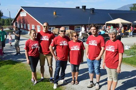 Her er dugnadsgjengen fra Åpen Gård i Vestnes i 2015. Til sommeren er det igjen klart for Åpen Gård.