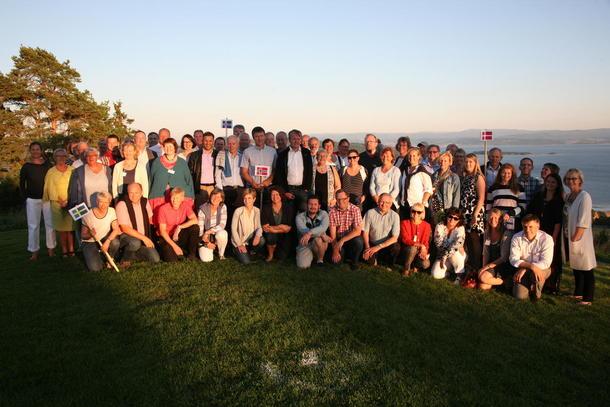 Hele møtet samlet på gården Øyna på Inderøya