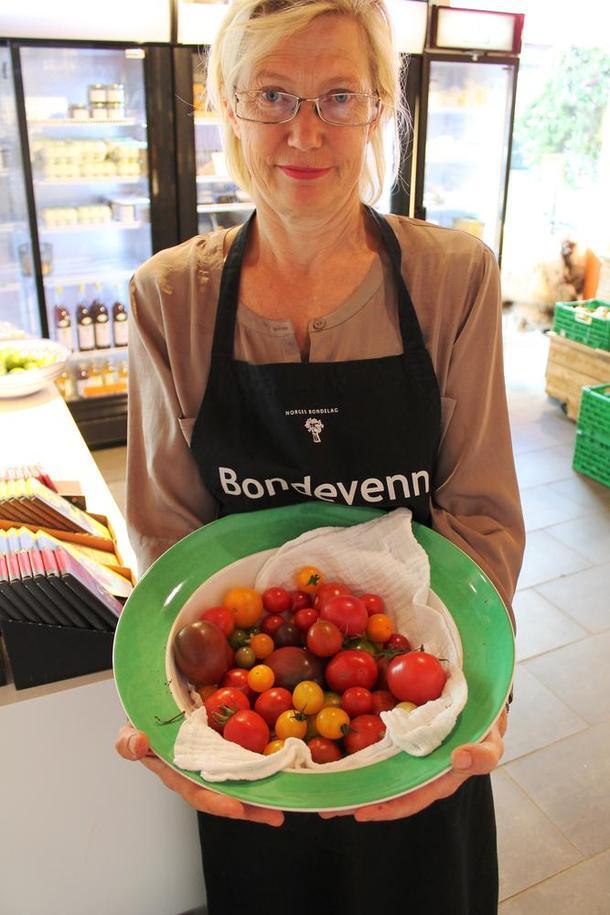 Velkomen innom til ein smakfull handel hjå jentene i Skippergata nr 2 / Lillemarkens. ( foto: øystein moi )