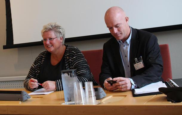 2. nestleder i Norges Bondelag, Brita Skallerud sammen med næringspolitisk sjef, Arild Bustnes, før høringen på Stortinget.