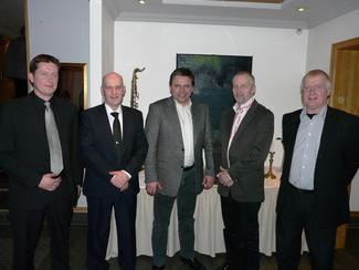 Nåværende fylkesleder i M&R Bondelag Inge Martin Karlsvik (t.v.) sammen med tidligere fylkesledere Arne Magnus Aasen (2004-2010), Knut Sjømæling (2000-2004), Gunnar Waagen (1991-1994), og Guttorm Kjelsvik (1988-1991). (Arkivbilde fra 2010).