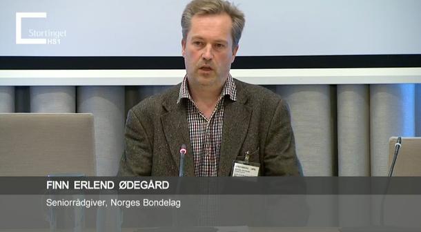 Finn Erlend Ødegård representerte Norges Bondelag i høringa i Energi- og miljøkomiteen. Skjermdump fra Stortingets nett-tv.