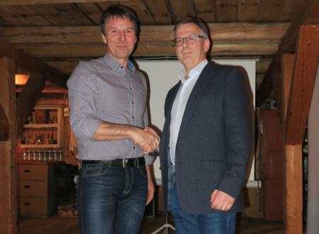 Leder i Norges Bondelag Lars Petter Bartnes holdt foredrag på Vang Bondelag sitt årsmøte i 2015, her sammen med Hans Fredrik Bøhmer.