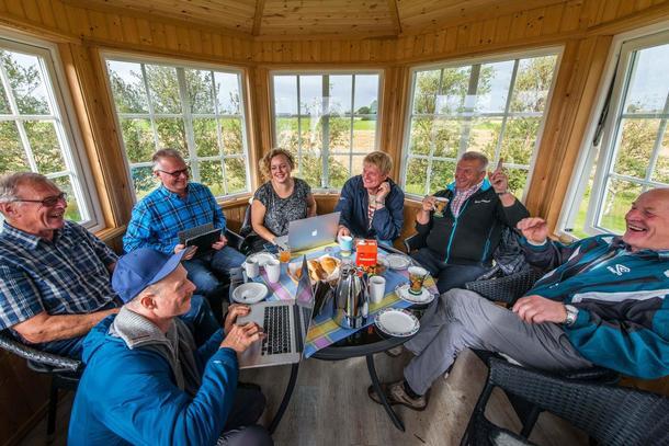 Kreativ møteplass mellom bønder og kunstnarar. Foto: Dan Ågren/LANDART Fosen