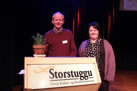 Ordstyrer Lars Haltbrekken og Birte Usland fra Bondelaget på konferansen Økologi 3.0 på Røros. Foto: Marit Wright.
