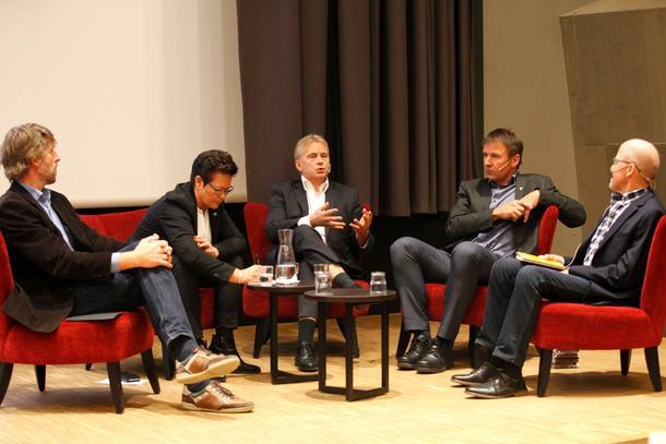 Gemyttlig tone, men sterke meldinger under sofadebatten på Levende landbruk, fra venstre: Åsmund Nordstoga, Ingunn Foss, Knut Storberget, Lars Petter Bartnes og Asbjørn Helland.