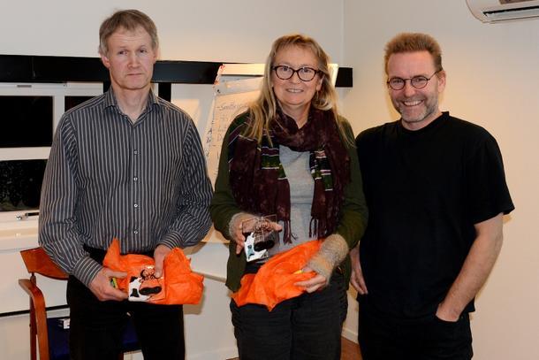 TAKK FOR INNSATSEN:  Morten Elden, Solgunn Ekker og Bodil Silset (ikke tilstade) takket av, Geir Kristiansen overrakte gaver.