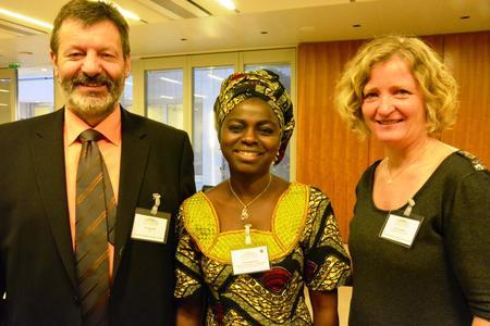 WFo-styremedlem Fritz Glauser, leiar Evelyn Nguleka og Kristin Ianssen.