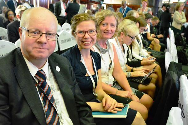 1. nestleiar i Norges Bondelag, Kristin Ianssen, er til stades i lag med mellom anna medlemmar frå Forsvars- og utanrikskomiteen på Stortinget.