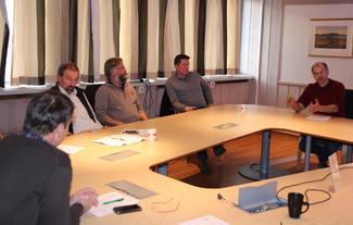 Fra venstre: Leder i Norges Bondelag, Lars Petter Bartnes, Arne Andreassen, Vestnes, Helge Øverås, Vestnes, fylkeslesder Inge Martin Karlsvik og organisasjonssjef Arnar Lyche.
