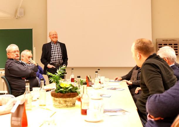 Asbjørn Helland fikk muligheten til å orientere den nye landbruks- og matministeren, Jon Georg Dale (Frp), om landbruket i Nord-Trøndelag.